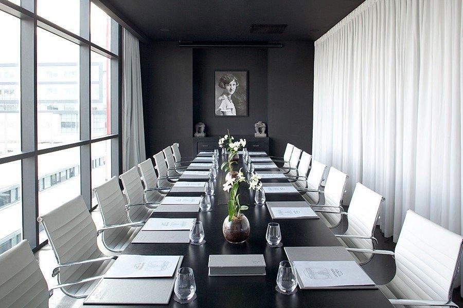 חדר ישיבות לאונרדו בוטיק תל אביב