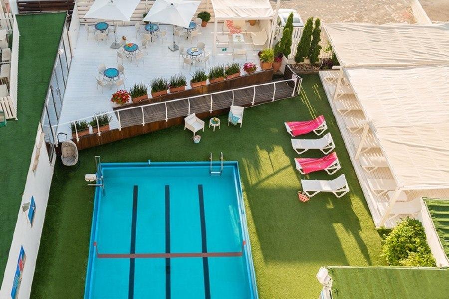 בריכת המלון לאונרדו ביץ' תל אביב