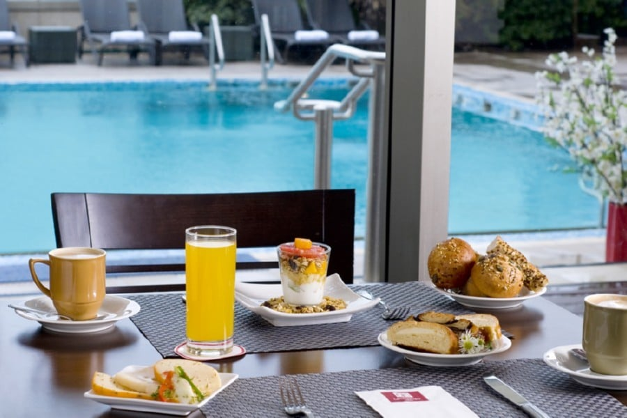 ארוחת בוקר במסעדה