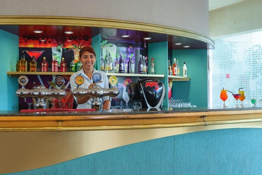 הלובי בר במלון