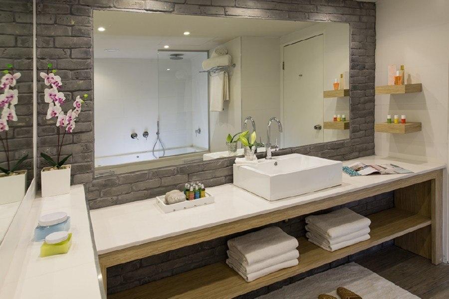 חדר אמבטיה בסוויטת סופריור
