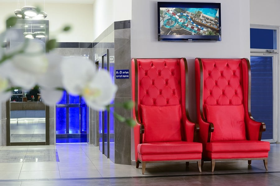 לובי חדש במלון לאונרדו קלאב טבריה