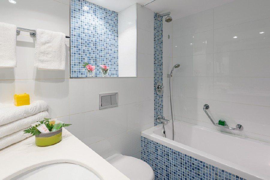 חדר אמבטיה בחדר סופריור