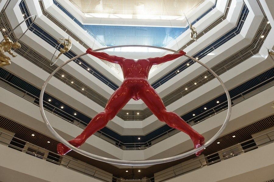 פסל בלובי המלון