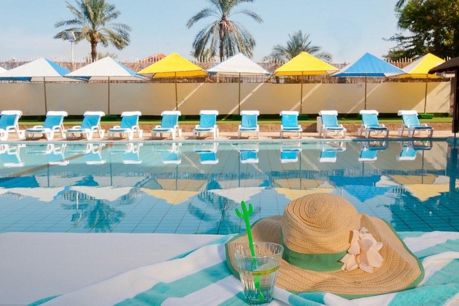 מתחם הבריכה במלון