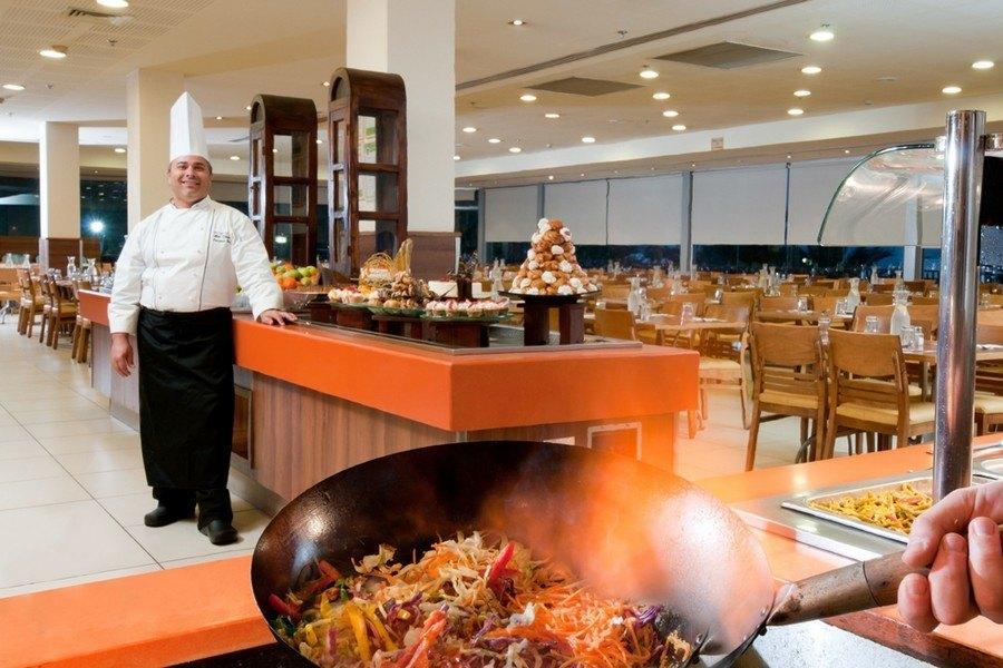 ארוחות במסעדת המלון
