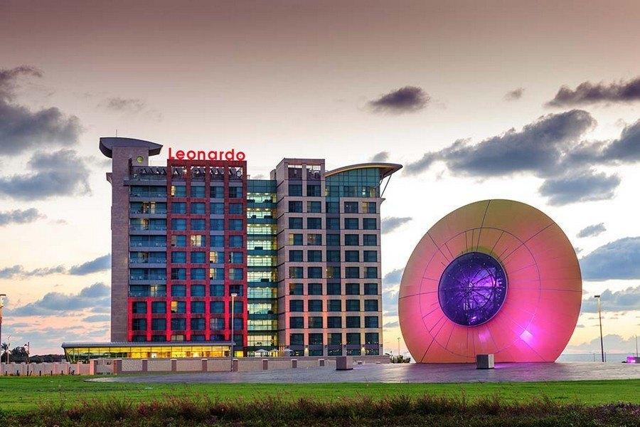 כיכר עין השמש והמלון