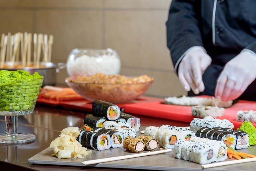 חטיפי סושי במסעדת המלון