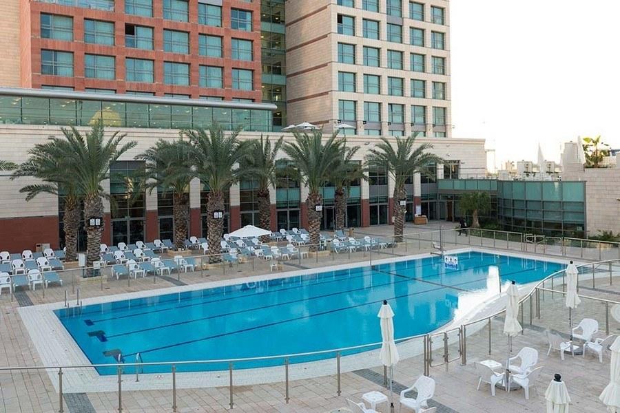 מתחם בריכת המלון