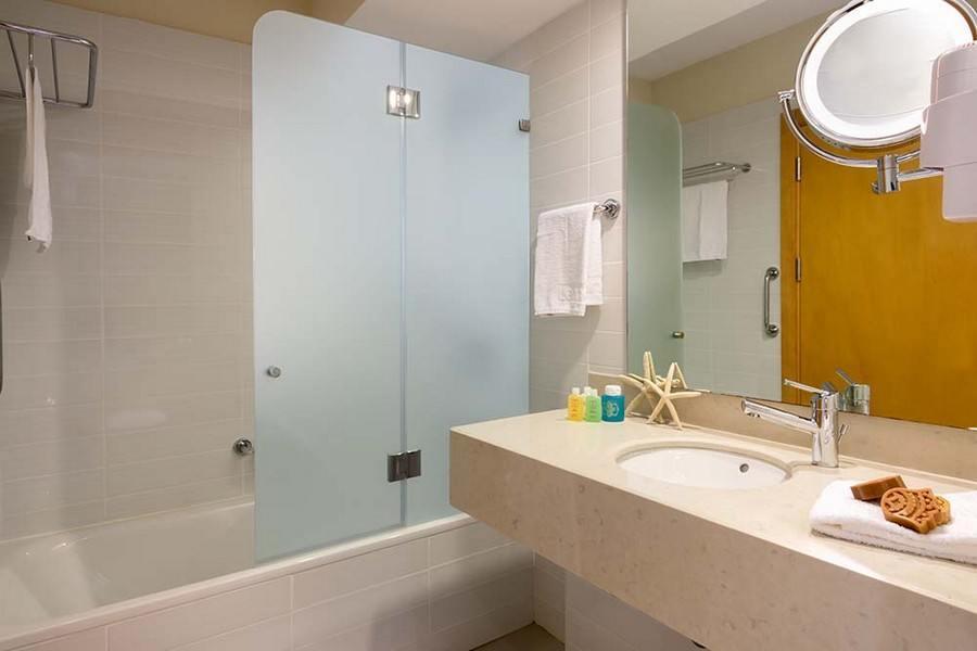 חדר אמבטיה בלאונרדו פלאזה אשדוד