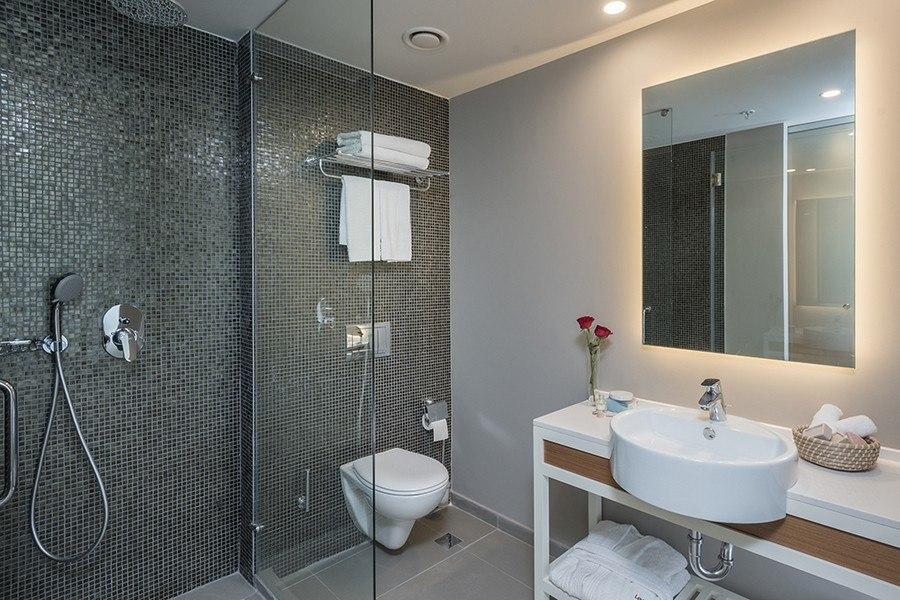 חדר אמבטיה בלאונרדו פלאזה נתניה