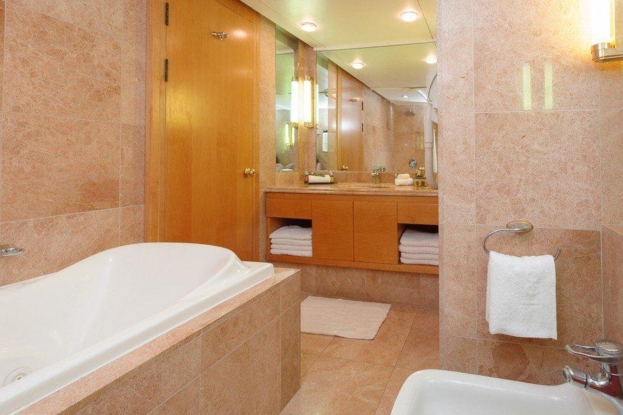 חדר אמבטיה בלאונרדו פלאזה טבריה