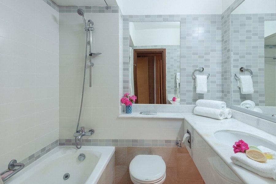 חדר האמבטיה בחדר קומפורט