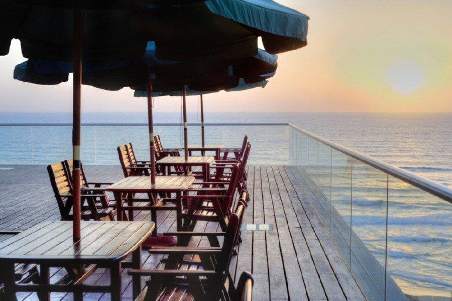 מרפסת לים בלאונרדו סוויט בת ים