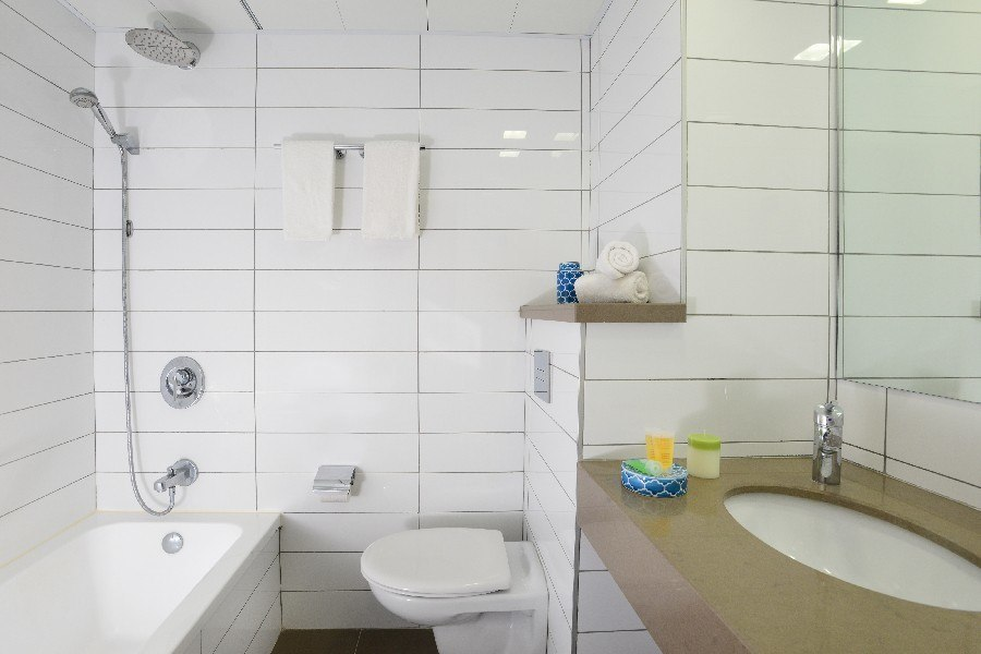 חדר אמבטיה - לאונרדו טבריה