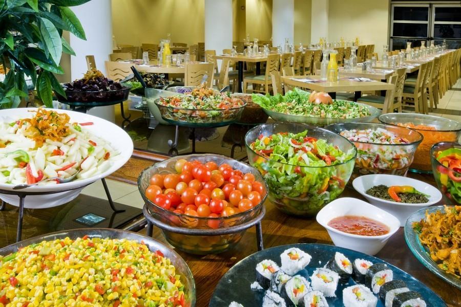 ארוחות מפנקות בחדר האוכל
