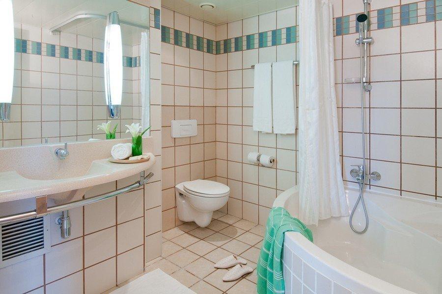 חדר אמבטיה בסוויטת דלקס