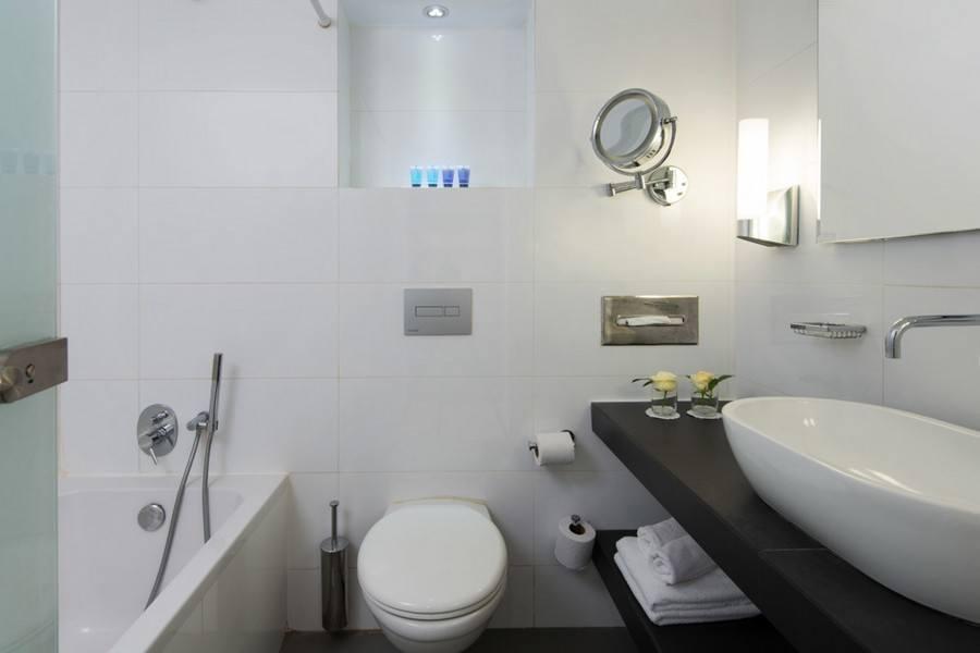 חדר אמבטיה בחדר משפחה