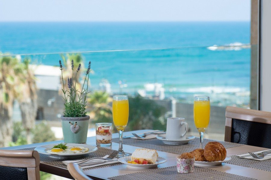 ארוחת הבוקר במלון לאונרדו ארט ת