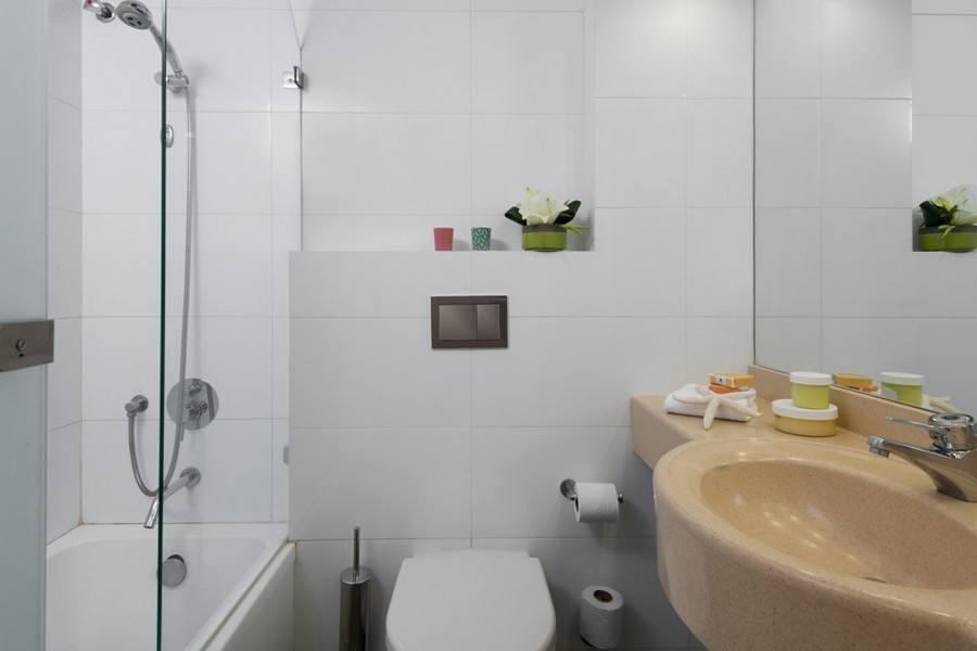 לאונרדו ארט - חדר אמבטיה בחדר סופריור